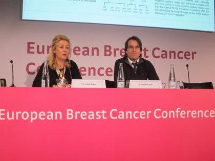 La quimioterapia inicial en cáncer de mama podría evitar extirpar los ganglios de la axila