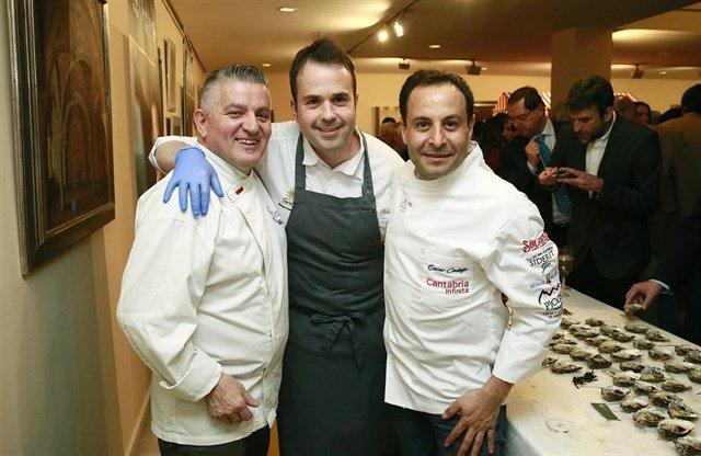 Calleja, a la derecha, junto al cocinero Nacho Solana y Floren Bueyes (Archivo)
