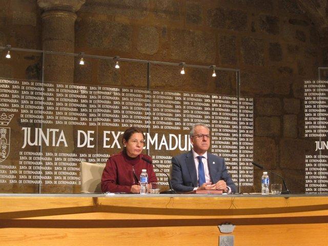 La vicepresidenta de la Junta y el rector de la UEx
