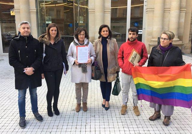 Los representantes políticos, ante el Palacio de Justicia