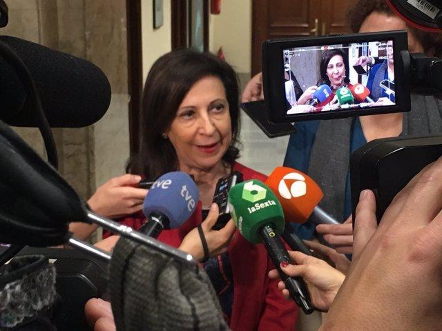 Margarita Robles, haciendo declaraciones