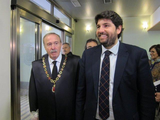 Gómez Fayrén junto al presidente López Miras