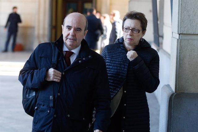 Gaspar Zarrías llega a la sesión del jucio de los ERE junto a Martínez Aguayo