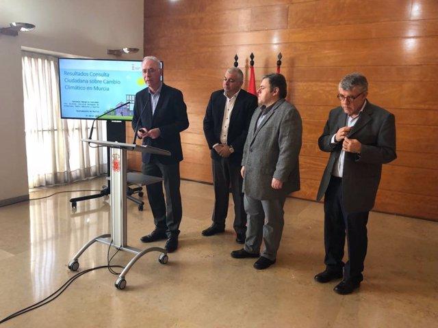 Navarro presenta los resultados del primer estudio de percepción ciudadana