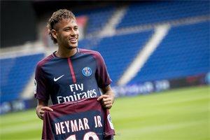 Neymar sorprende a las redes bailando con una sola pierna 'X' de Nicky Jam