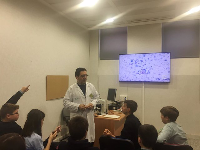 El Hospital Macarena acoge la visita de un grupo de alumnos de Colegio Arboleda