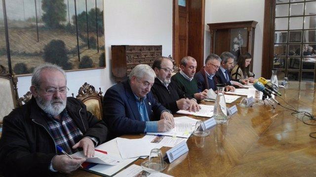 Acuerdo Diputación de Lugo y alcaldes con residencias