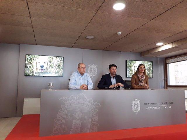 Luis Barcala, aquest dimecres, entre D'Espanya (izq) i González (dcha)