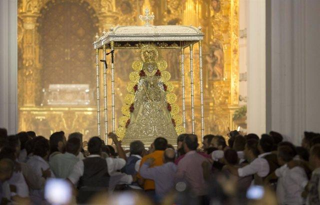 La Virgen del Rocío, en la procesión de 2017