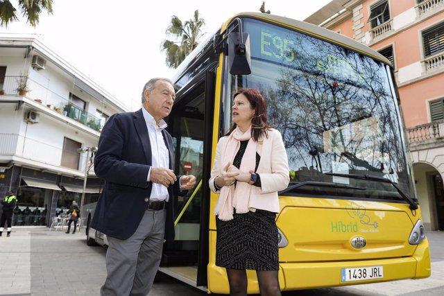 Antoni Poveda y Maria Miranda presentan la línea de autobús exprés E95