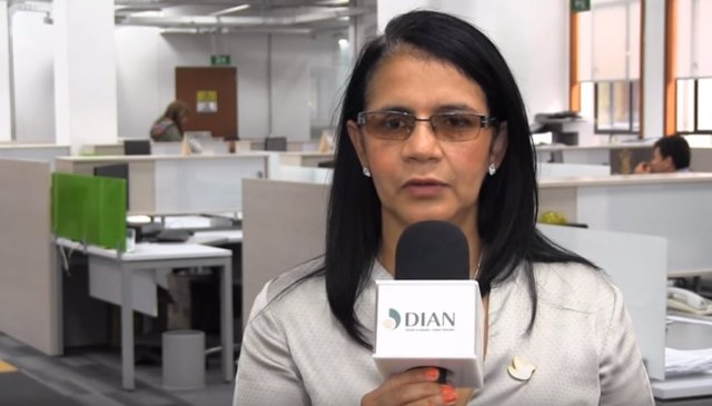 Claudia Gaviria, Aduanas Colombia