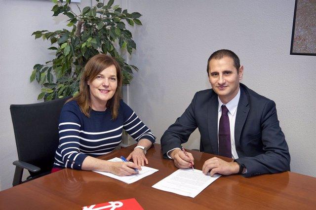 Firma del convenio para el Premio Internacional Navarra a la solidaridad