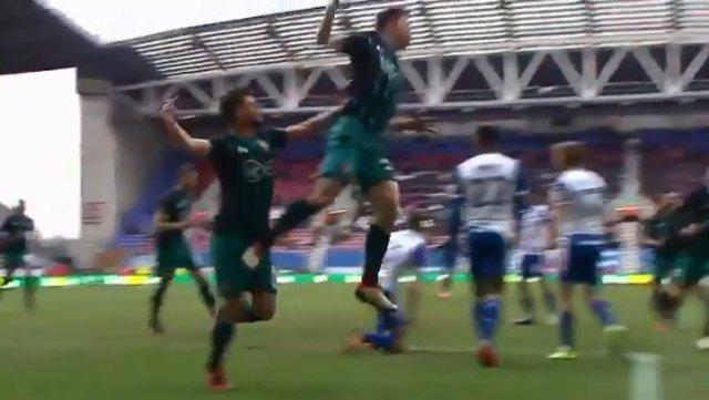 Patada celebrando el gol del Southampton frente al Wigan Fa Cup