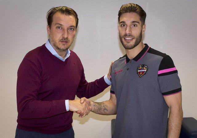 Rubén Rochina refuerza al Levante hasta final de temporada