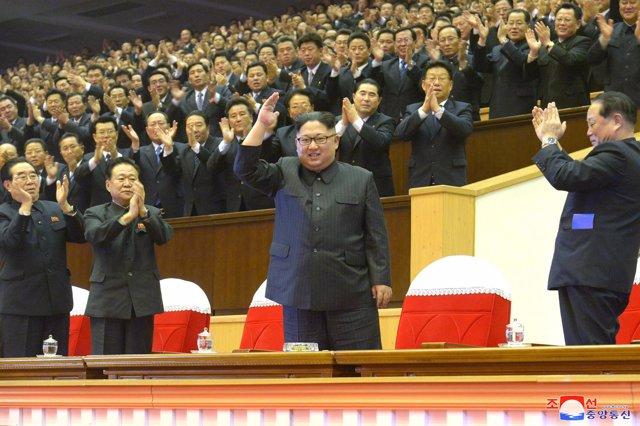 Kim Jong Un y otros líderes del Partido de los Trabajadores