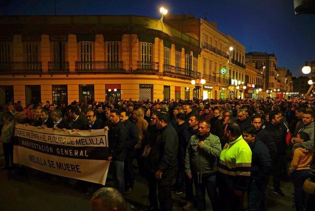 Manifestación en Melilla bajo el lema 'Melilla se muere'