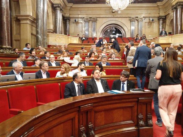 Turull, Junqueras y Puigdemont en el Parlament (Archivo)