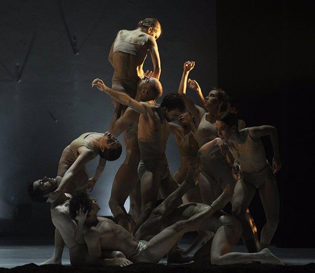 Nota De Prensa De La Actuación De Lamov Compañía De Danza