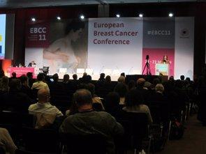 El riesgo de desarrollar cáncer antes de la siguiente mamografía se triplica si hay síntomas (EUROPA PRESS)