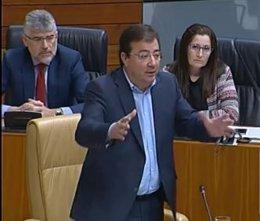 Fernández Vara en el pleno de la Asamblea
