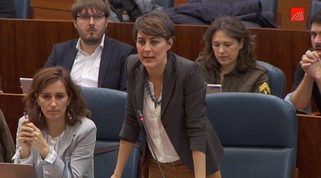 La portavoz de Podemos, Lorena Ruiz-Huerta, durante el Pleno de la Asamblea