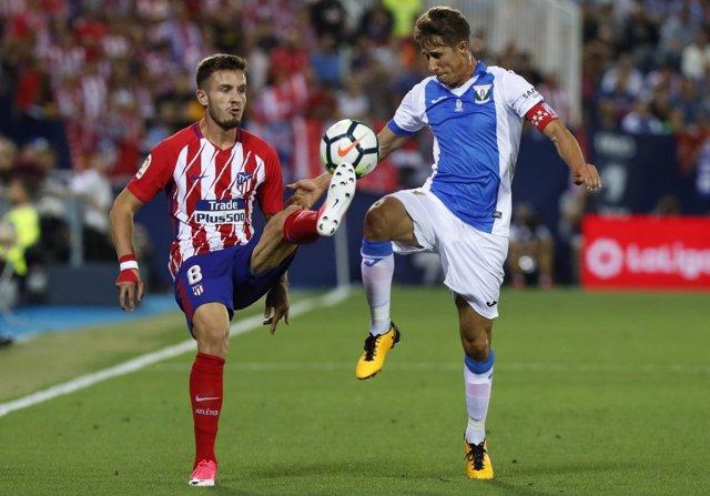 Alexander Szymanowski pelea con Sául Ñíguez en un Leganés-Atlético