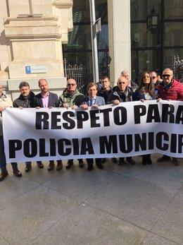 Manifestación de los policías locales a la puerta del Ayuntamiento de Madrid