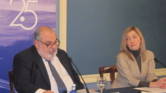 José Esmoris e Inés Anitua (Acicae) en la rueda de prensa en Bilbao