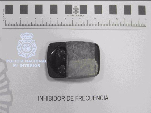 Inhibidor de frecuencia usado para robar en vehículos