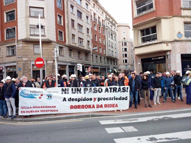 Imagen de Archivo. Los trabajadores de Productos Tubulares en una protesta