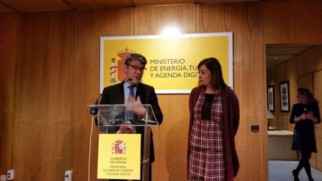 Álvaro Nadal y Francina Armengol en rueda de prensa