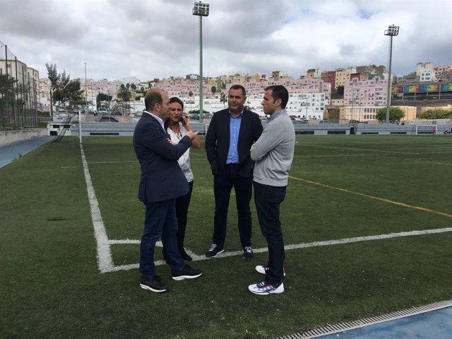 Concejales del PP en los campos de fútbol de Las Rehoyas