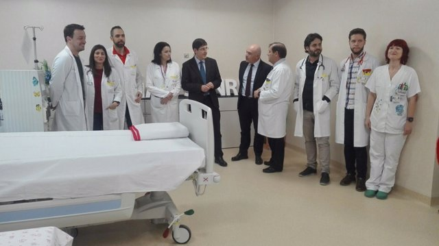 Villegas visita las consultas de Nefrología