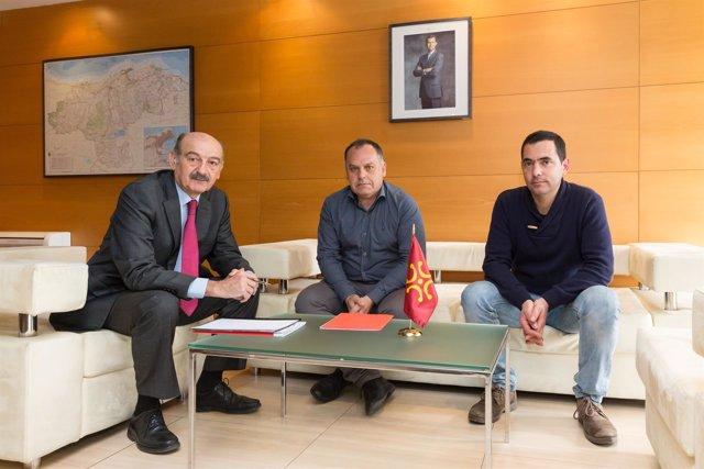 Reunión de Mazón con el alcalde de Cabezón de la Sal