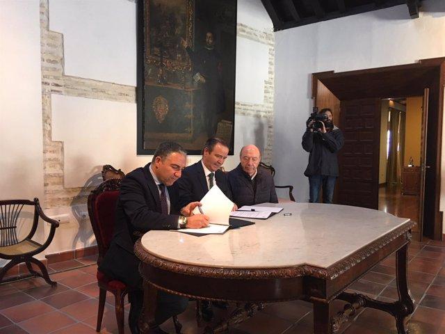 Elías Bendodo y Pablo Atencia presidente Agrupación de cofradías málaga