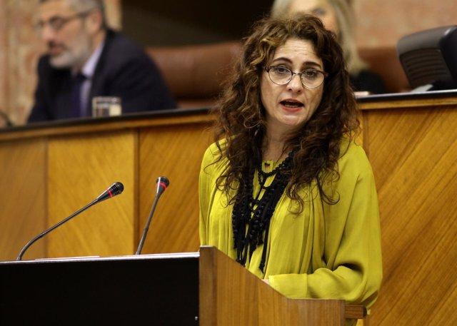 La consejera de Hacienda, María Jesús Montero, ante el Pleno del Parlamento