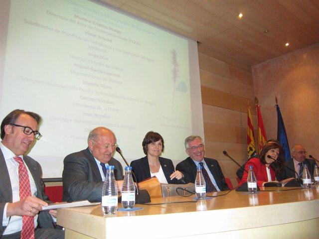 Olona ha participado en una mesa de debate sobre la buena gobernanza del agua