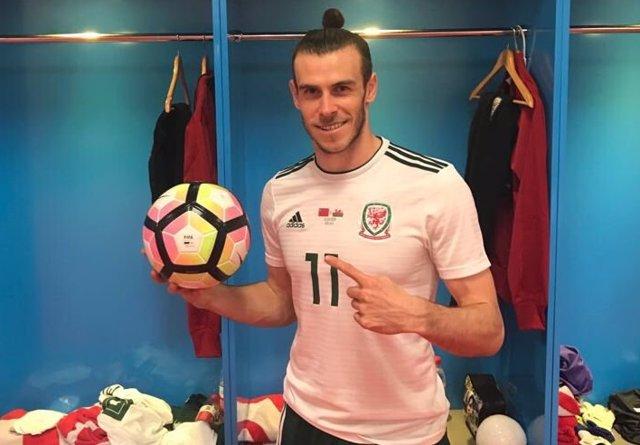 Gareth Bale celebra su 'hat trick' con Gales