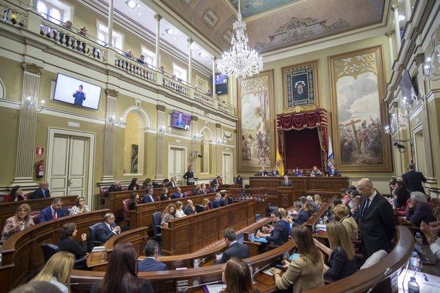El Parlamento aprueba la propuesta de PSOE, NC y Podemos para cerrar la reforma electoral
