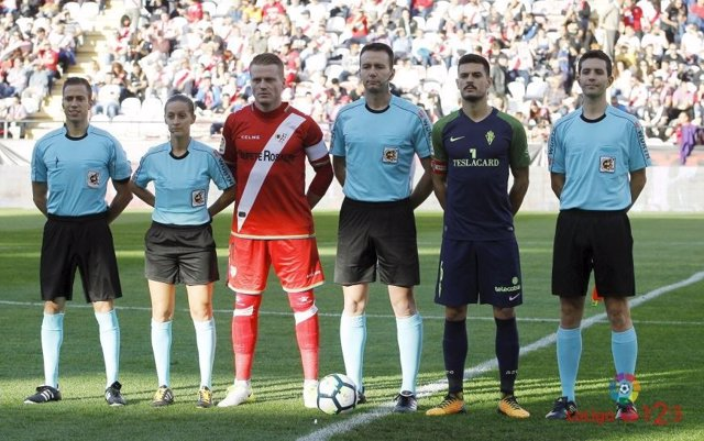 Sporting y Rayo se enfrentan en Vallecas