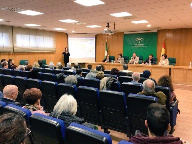 Nota Y Fotos / Representantes De Más De 30 Asociaciones De Pacientes Y Vecinos S