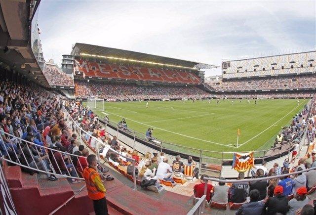 Derbi de los equipos femeninos del Valencia CF y el Levante en Mestalla