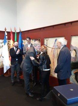 Entrega de la Placa de Honor de la Orden Civil de Alfonso X El Sabio a Lagun.