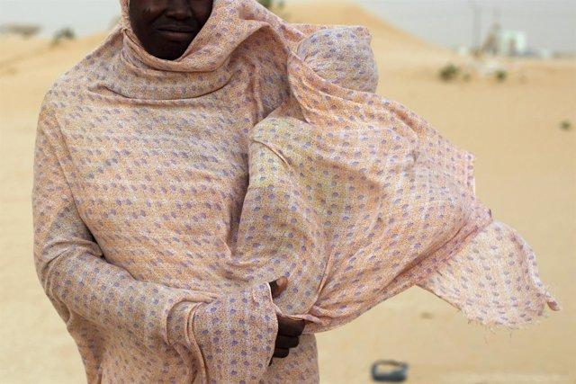 Una mujer con un bebé en Mauritania