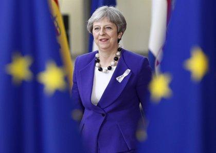 """May insta a los líderes de la UE a aprovechar una """"nueva dinámica"""" en las conversaciones del Brexit"""
