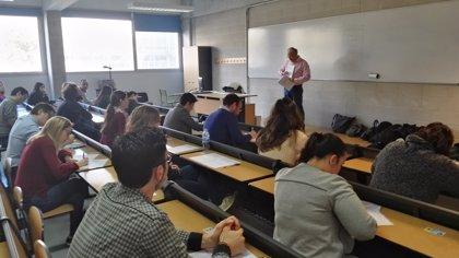 La Escuela de Turismo de Baleares celebra su primera Feria de Trabajo para poner en contacto a estudiantes y empresas