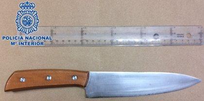 Detenido un hombre que amenazó con un cuchillo a varias personas en la estación de guaguas de San Telmo