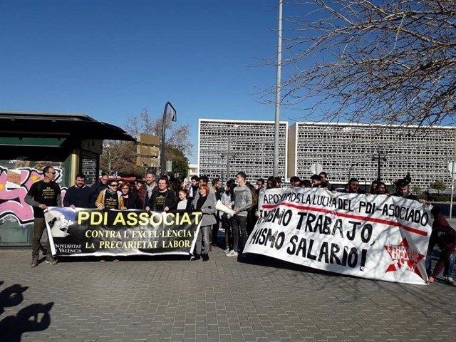 Protesta para mejorar condiciones del profesorado asociado