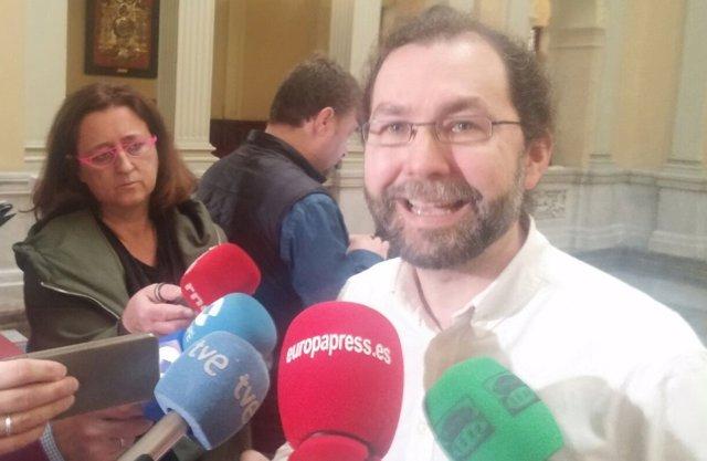 El portavoz de Podemos en la Junta General de Asturias, Emilio León
