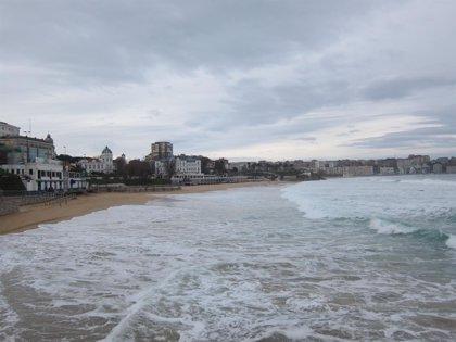 Cierre de parques y paseos próximos a las playas por alertas de viento y oleaje